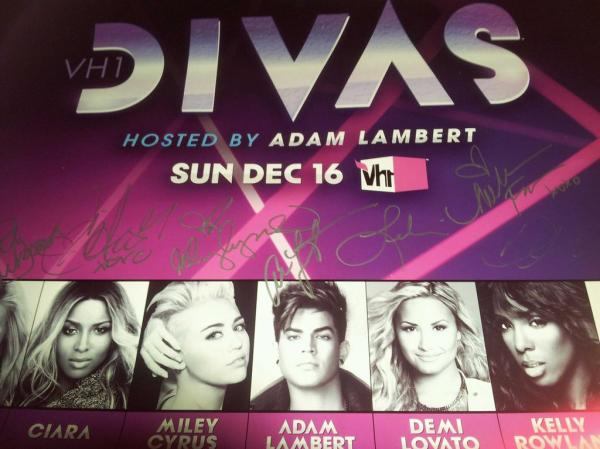 Via vh1savethemusic VH1 Save The Music @adamlambert has arrived to rehearse and sign the @vh1divas posters! #PassTheNote