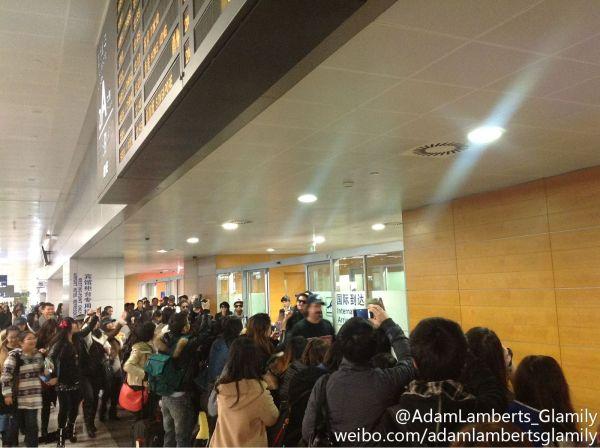 Via @catglambert on Twitter: adam lambert and band at shanghai airport