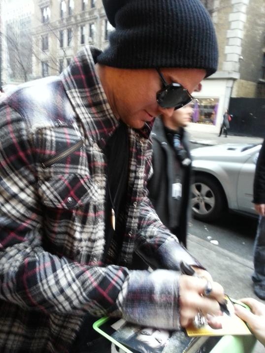 Adam signs Alice's hand - 8 Dec 2012