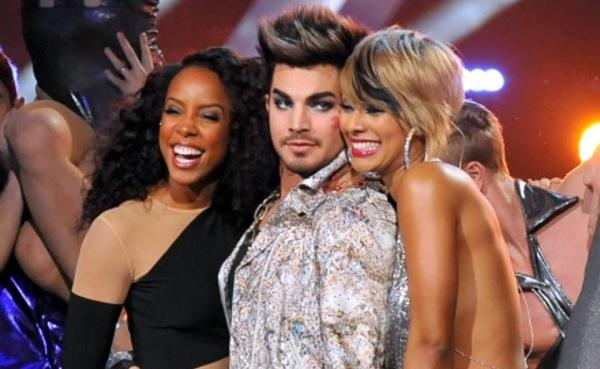 "A kiss for the host. Kelly Rowland laughs after Keri Hilson plants a kiss on ""VH1 Divas"" host Adam Lambert on Dec.16 in Los Angeles"