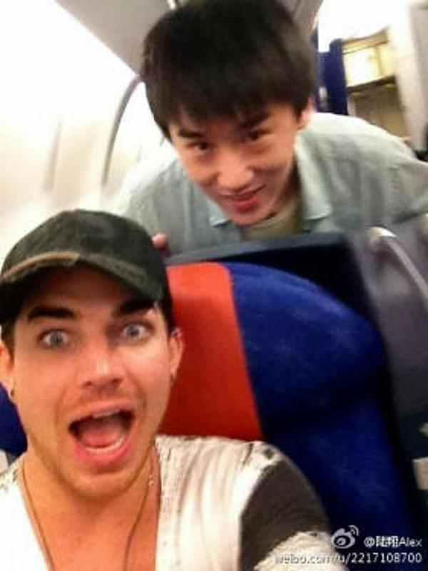 @glam_alidol on Weibo: @adamlambert on Bali to Kong Kong flight (stopover to Vietnam)http://twitpic.com/brmxyt