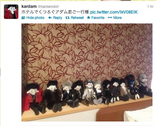 """Karadam's """"Adam-kun"""" glamily chill out at the hotel."""