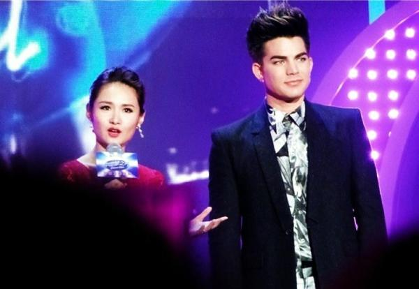 @glam_alidol: ADAM LAMBERT on China Idol & 80's Show Taping. To air later in May. More here: http://ww2.sinaimg.cn/large/6a7eb8f9jw1e41v4q6g0dj20hs2w2e1g.jpg