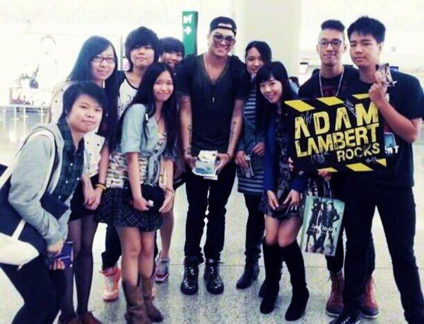 ikkimikkilx on IG: ADAM LAMBERT Posing w Fans at Hong Kong Airport Today April 21 2013: Meet Adammmmmmmmmm yeh. #groupphoto #adamlambert #glamberts #kongberts #nice #amazing #hongkong #airport #feelthismoment @penelope_mtlxx @natalie_lai03 @jenniferrrrxd @namcheuk @chazybellamy http://instagram.com/p/YWW6LgB3b4/