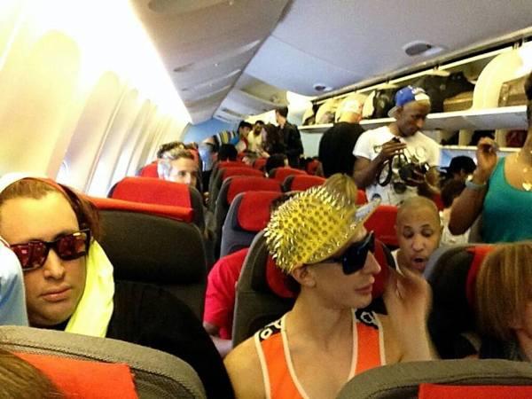 @sangita_patel: Austria airlines is getting crazy! @lifeball http://pic.twitter.com/sHE6fuNmLg
