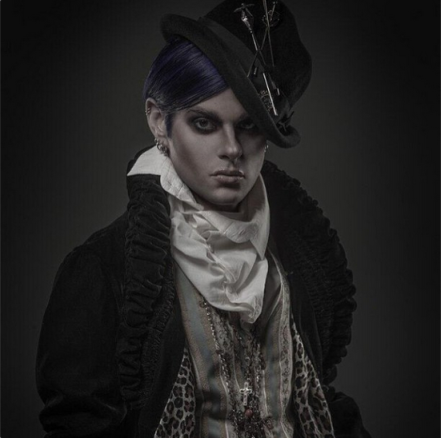 @TommyJoeRatliff:  Photo by @leecherry makeup by @sutanamrull #nofilter #goth http://instagram.com/p/ZZN7cKLglY/