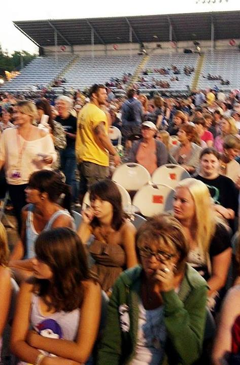 @PattiHum: Floor is full! ADAM LAMBERT Concert at California Mid State Fair, Chumash Grandstand Arena in Paso Robles, CA on July 19 2013. http://pic.twitter.com/DNm3MlpK8m