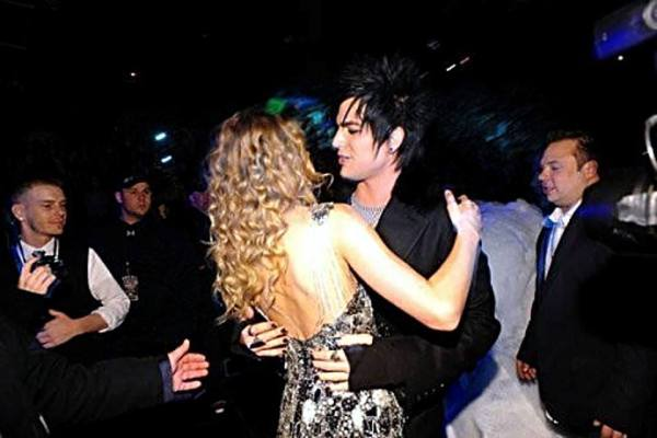 @LAMBERTLUST: Old pic Adam Lambert dancing with Taylor Swift. Don't know when it was taken. I posted it 939 days ago. http://twitpic.com/3pc32y @SepiasSecret: Christmas. They were hugging, not dancing. I think it was a jingle ball...z100 maybe