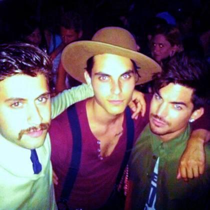 @benjaminrusso: Buddies George, Samuel and Adam Lambert supporting @hooray_henrys opening #glee #emcbowery @emcbowery  http://instagram.com/p/cw8Tt2NinF/