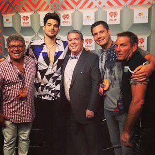 @elvisduran: Loving you, Lambert! With @myunclejohnny, @AlexCsi, @drunkjimmy13 and @adamlambert. #iHeartRadio http://pic.twitter.com/5svXzbLfMW