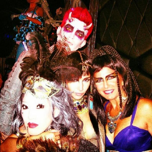 @AdamLambertHelp:  Adam Lambert at Halloween Party at Bootsy Bellows - Photo via jenichua #glamfam #halloween2013 http://instagram.com/p/gOaR7VTaNQ/  pic.twitter.com/kmxB6bN8eI