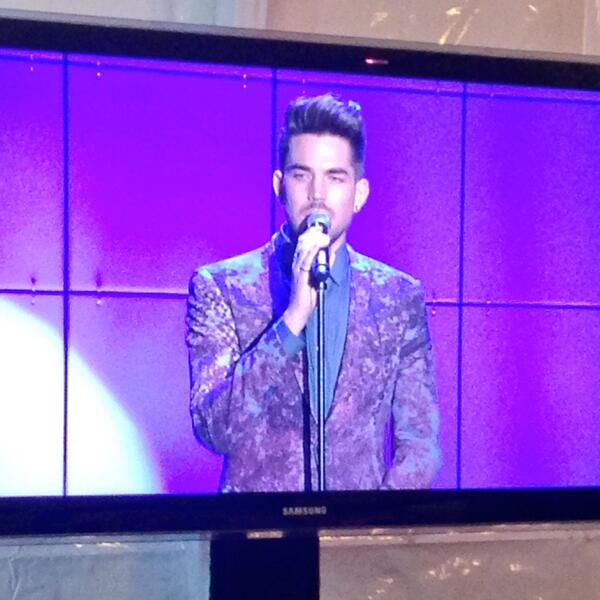 @RatedGiana: @adamlambert is killing it. #TrevorLive pic.twitter.com/5tKCQlbcpR