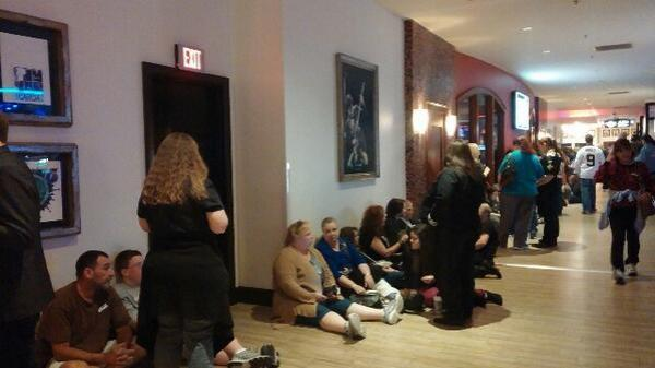@Number8gurl: GLamberts in line pic.twitter.com/Z9cM7kZZ27