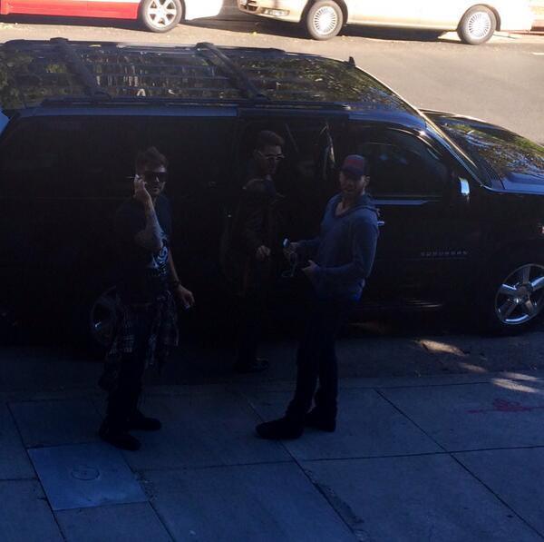 @Nick_Hutchinson: Bye ladies. #caught @adamlambert @MDMOLINARI @JohnnyWujek pic.twitter.com/eaWOpzOVmp
