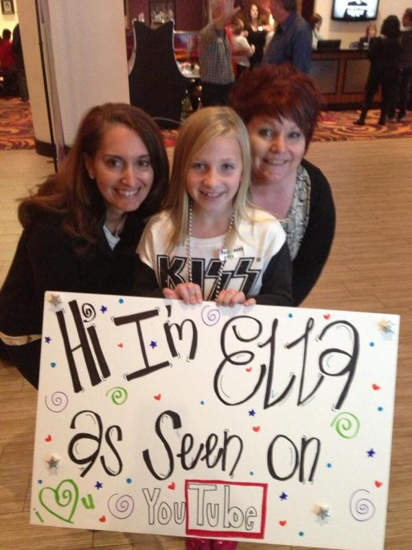 Bellina and Donna with Ella before the Biloxi show.