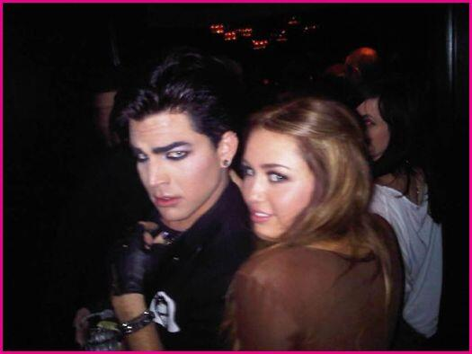 @LAMBERTLUST: Miley Cyrus and Adam Lambert. Old picture. Love it!! @adamlambert @MileyCyrus pic.twitter.com/VgP5luby8Q