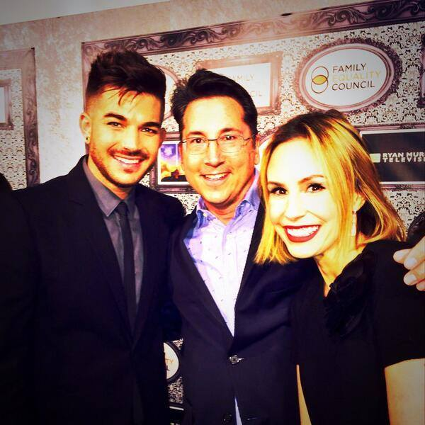 @BradBessey: Yes @adamlambert is in the house. Total @TheInsider chat fest w @KeltieKnight. Gr8 catching up.