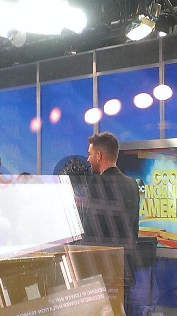 @bellesxxoo: Photo of Adam at GMA by my friend @angel0051 :)))) pic.twitter.com/DxBjzLQCu4