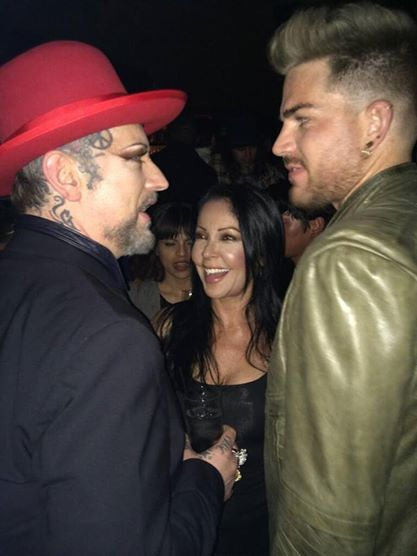 @MowLaw: The girls honoring the boy @BoyGeorge @ApolloniaKotero @adamlambert http://pic.twitter.com/8na5fyGbGt