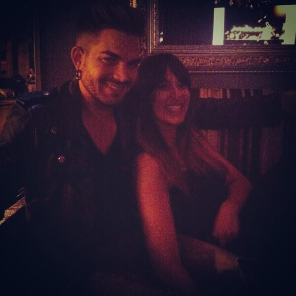 @sabrinaaloueche: So @adamlambert and I are bezzies now.. pic.twitter.com/3RxCYRXafr