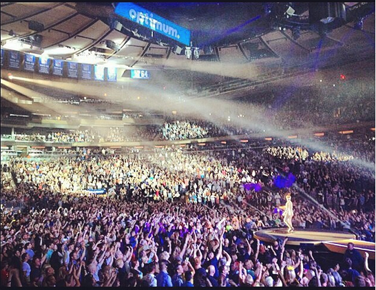 adamlambert: ...still in awe of last night. Thank u New York for the warm reception and all the Hands in the air!