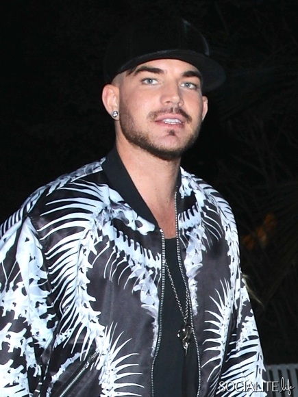 adam-lambert-looks-happy-at-the-sam-smith-concert-in-los-angeles_2