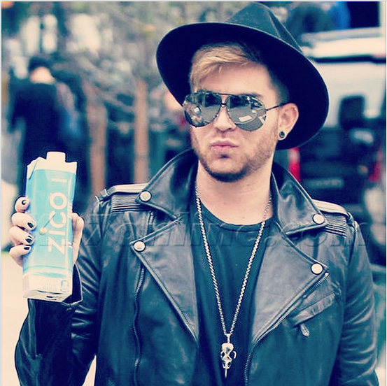 adamlambert: Candid Product Placement??. Lol